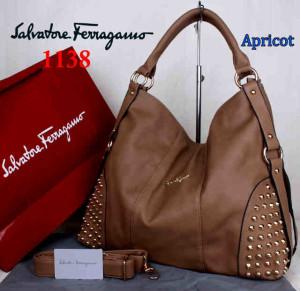 Bag Salvatore Ferragamo 1138 uk~42x15x34. Apricot