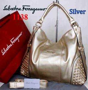 Bag Salvatore Ferragamo 1138 uk~42x15x34. Silver